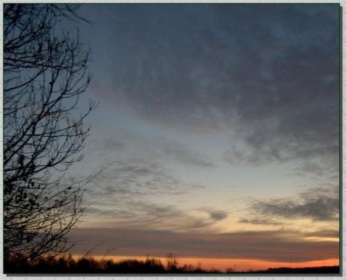 Kiedy ranne wstają zorze #wschód #wschody #niebo #krajobrazy #słońce #JesieńDrzewa #spacery #przyroda